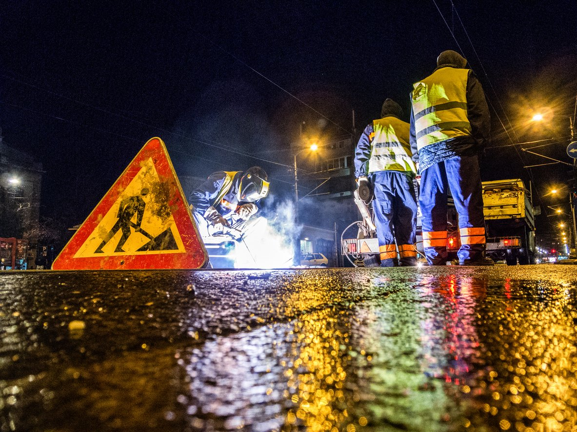 Construction work at night / road workers